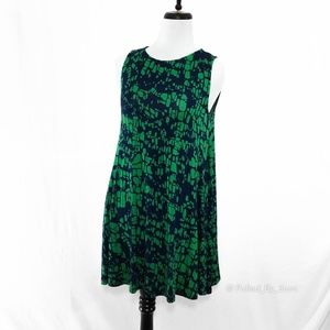 HOURGLASS LILLY • Sleeveless Swing Dress